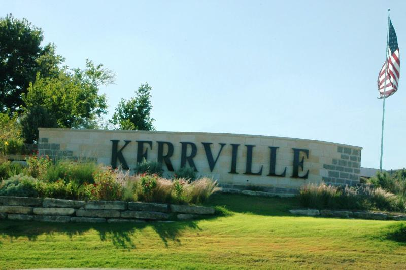 KerrvilleSign1.22765713_std
